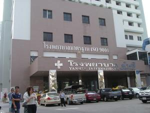 Hospital Entrance - Yanhee Hospital - مستشفى يانهي