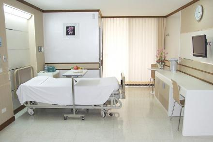 Patient's Room - Standard - Yanhee Hospital - مستشفى يانهي